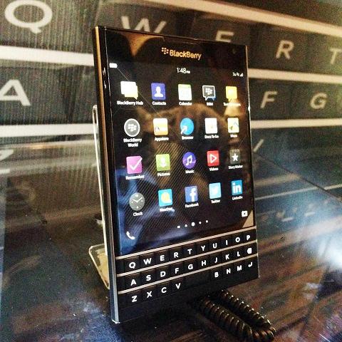 blackberry-passport_3